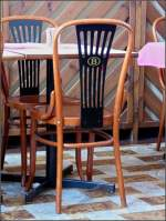 Verschiedenes/5964/sogar-die-stuehle-im-bahnhofsbuffet-in Sogar die Stühle im Bahnhofsbuffet in Arlon tragen das 'B' der SNCB. 21.06.08 (Jeanny)