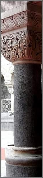 Diverses/5599/eine-der-saeulen-an-der-aussenfassade Eine der Säulen an der Außenfassade des Bahnhofs von Metz. 22.06.08 (Jeanny)