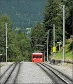 Diverses/6518/der-petit-train-rouge-kommt-aus Der 'petit train rouge' kommt aus Chamonix Mont Blanc und ist nach Montenvers Mer de Glace unterwegs. 03.08.08 (Jeanny)