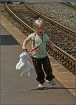 Verschiedenes/5590/unser-kleiner-eisenbahnfan-fotografiert-am-040708 Unser kleiner Eisenbahnfan fotografiert am 04.07.08 in Wilwerwiltz. (Hans)