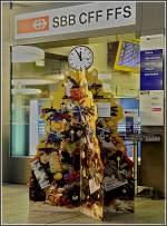 Diverses/49202/weihnachtlicher-schmuck-am-sbb-schalter-in Weihnachtlicher Schmuck am SBB Schalter in Chur. 23.12.09 (Jeanny)